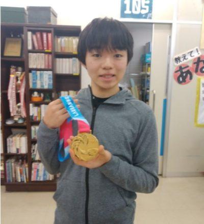 高校にメダルを見せに行く鍵山優真選手②