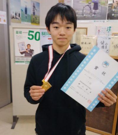 高校にメダルを見せに行く鍵山優真選手