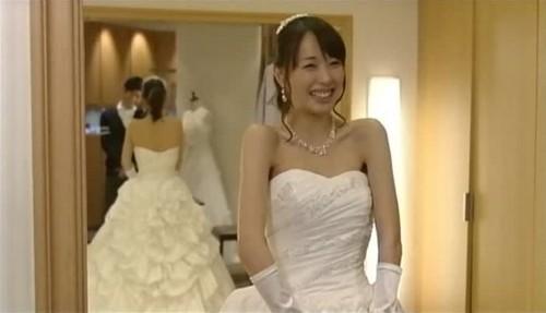 戸田恵梨香のウェディングドレス姿②