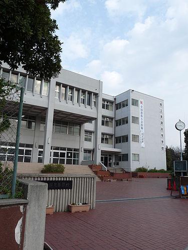 鶴房汐恩の高校