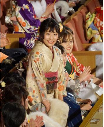 須崎優衣のかわいい振袖姿①