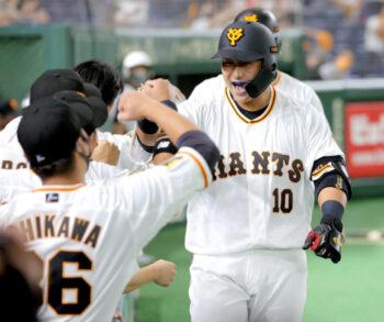 謹慎解除後、試合に出る中田翔選手