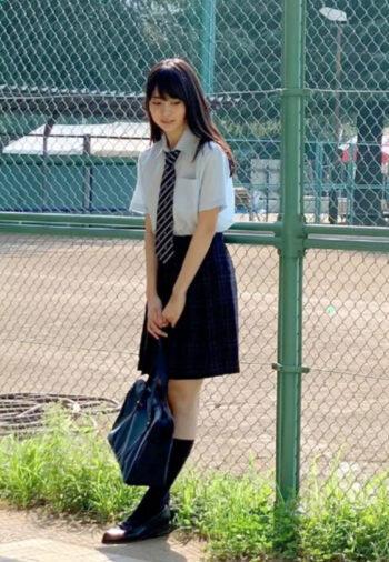 嘉喜遥香の制服姿3
