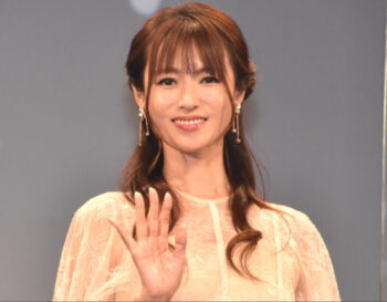 舞台挨拶の深田恭子